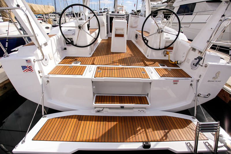 Rear view of yacht deck drop-down bathing platform